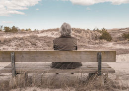 ouder worden, angst, man op bankje